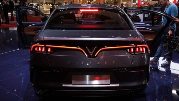 Đuôi xe VinFast Lux A2.0 mềm mại, uyển chuyển, toát lên vẻ thanh lịch và đẳng cấp của sản phẩm
