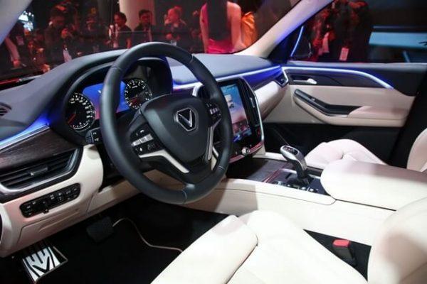 Khoang lái VinFast Lux SA2.0 rộng rãi, hiện đại và vô cùng đẳng cấp.